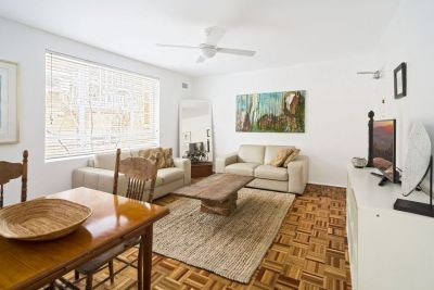 Convenient Light filled Apartment in Park-side Setting