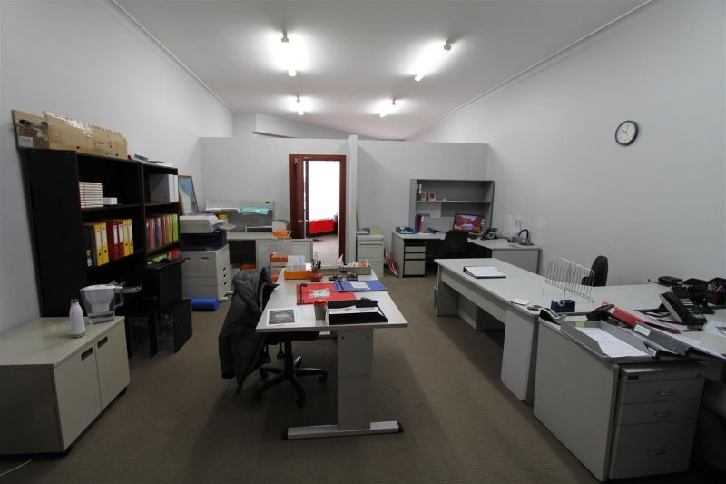 PRIME POSITION RETAIL/PROFESSIONAL OFFICE
