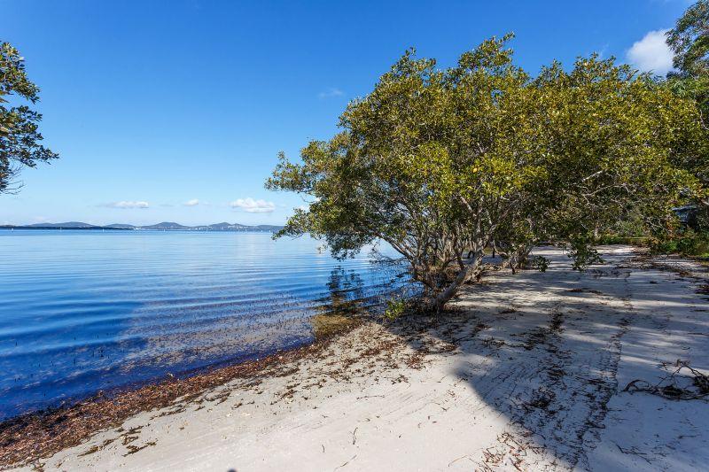 Pindimar Waterfront Land - Non Urban Block - Don't miss this beauty!