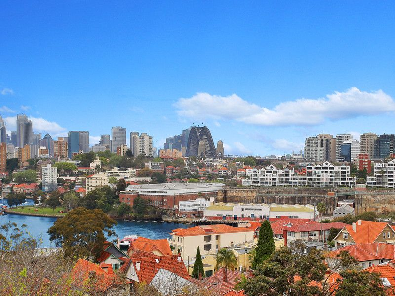 A REAL SURPRISE PACKAGE! – SYDNEY HARBOUR BRIDGE AND INNER HARBOUR VIEWS WITH NORTH SYDNEY SKYLINE