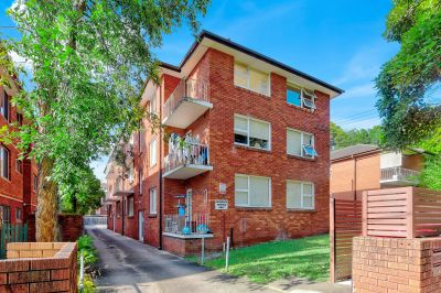 Bright and Spacious 2 bedroom unit in fabulous location