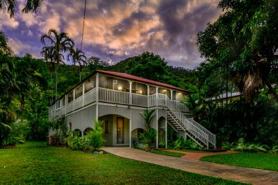 Stunning, high-set Queenslander