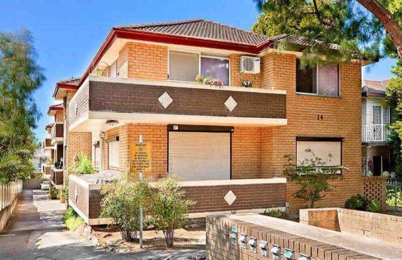 8/24 Hampstead Road, Homebush West