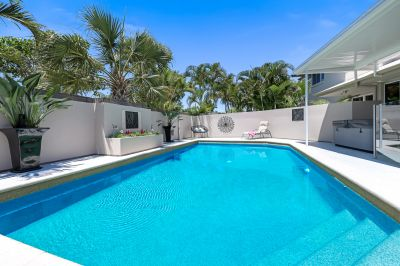 Fully furnished - Pool and Spa - Available MAY