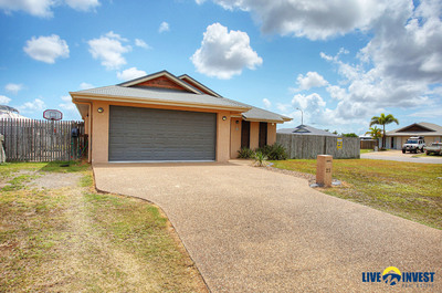 SPARKLING IN-GROUND POOL- GENEROUS 860M2 CORNER BLOCK- DOUBLE GATE ACCESS TO BOTH SIDES.