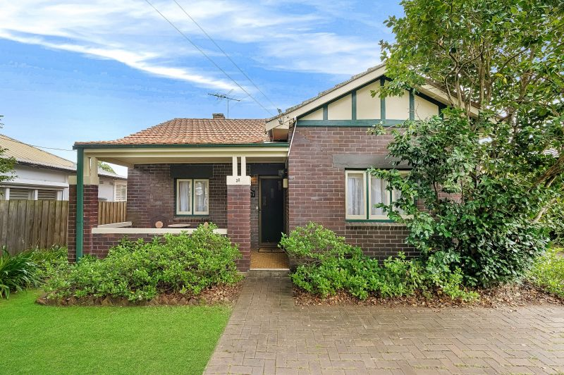 Double brick family home close to Station