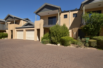 Amazing double storey and lifestyle rolled into one!
