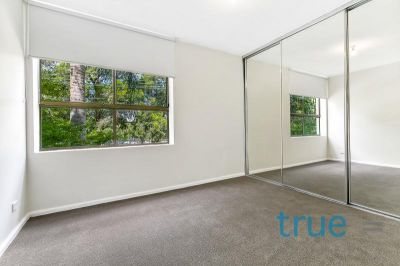 = HOLDING DEPOSIT RECEIVED = RENOVATED APARTMENT IN CONVENIENT LOCALE