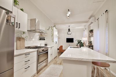 You Found Your Dream Home! Complete Hamptons Luxury, Walk To CBD!
