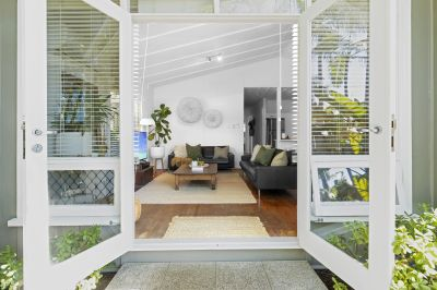 Immaculate Beach Cottage of Yesteryear in Dream Beachside Location.