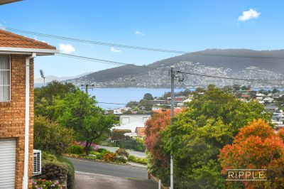 Prime location, panoramic views and lifestyle – Living the dream!