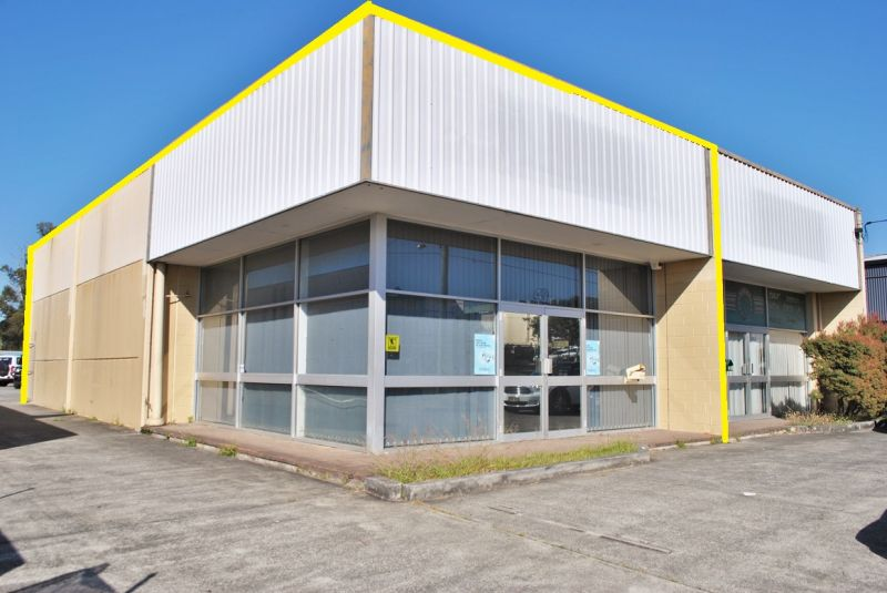 143m2* OFFICE/ SHOWROOM/ WAREHOUSE WITH EXPOSURE!