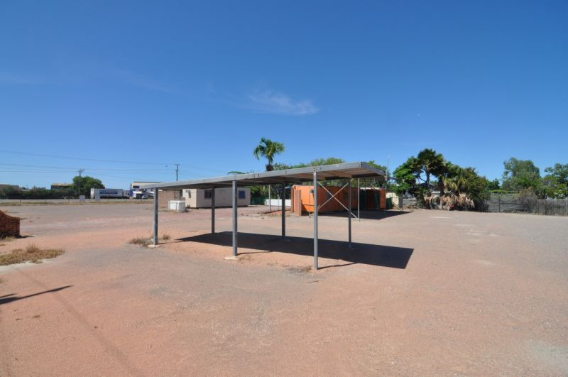Large secure site on Ingham Road with offices and amenities