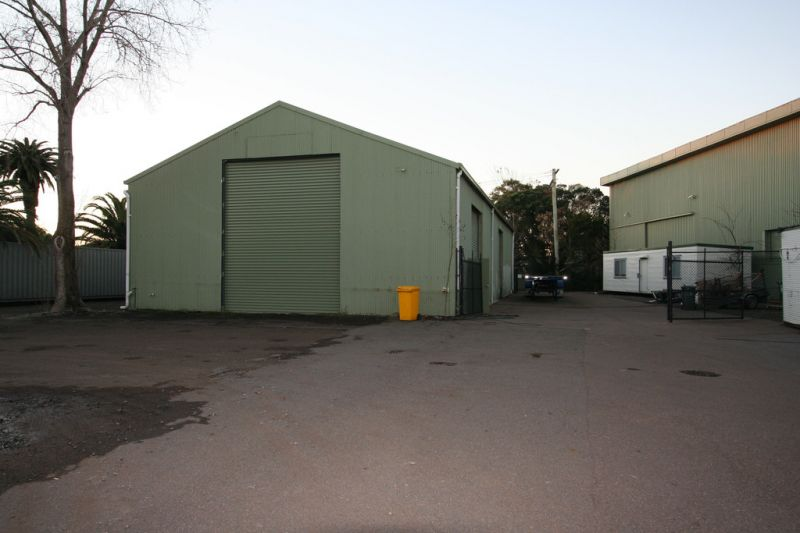 FREE STANDING WAREHOUSE WITH FENCED HARD STAND