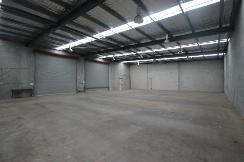 509sqm* Front Unit in Complex of Two - Dual Roller Door Access