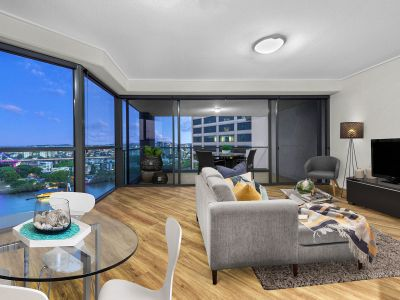 19th Floor with Beautiful Views & Awesome Location