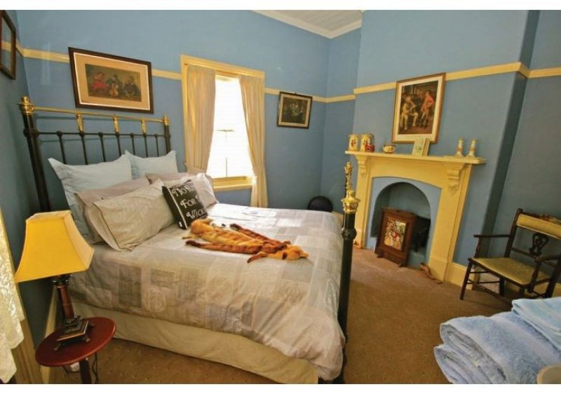 Historic Residence with B&B and And Unique Accommodation - Junee, NSW