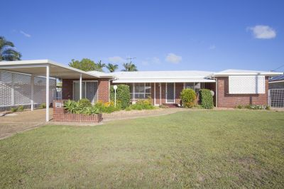 LARGE BRICK HOME WITH 2 BIG LOUNGE ROOMS + OFFICE + RUMPUS!!!