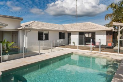 Stylish Family Entertainer with Pool in Key Location
