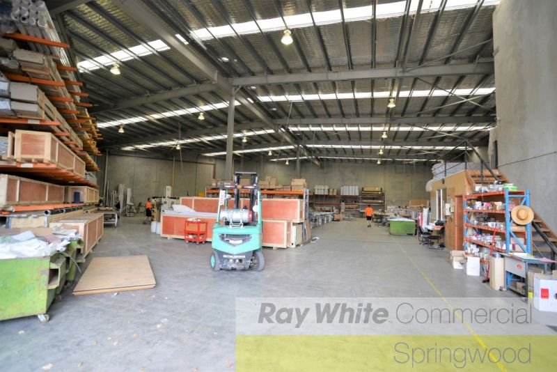 1,490sqm Tilt Panel Warehouse In Logistics Hub