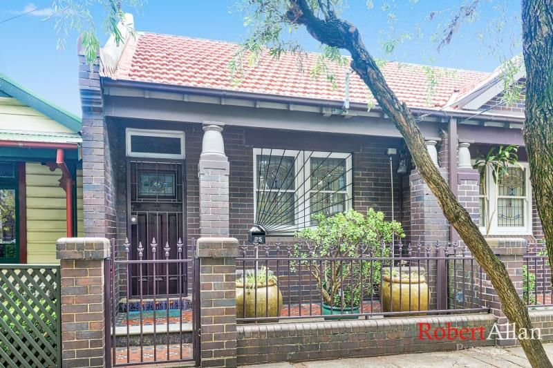 Gorgeous 2 Bedroom Semi Close to the City - Must See!!!