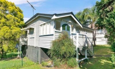 ONE WEEK'S FREE RENT - Character Home - Walk To CBD!