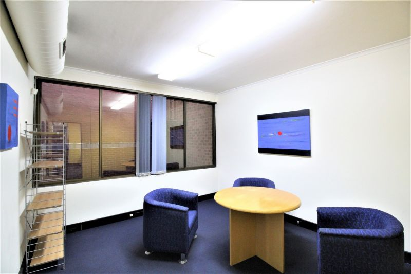 2-LEVEL FITTED OFFICE!