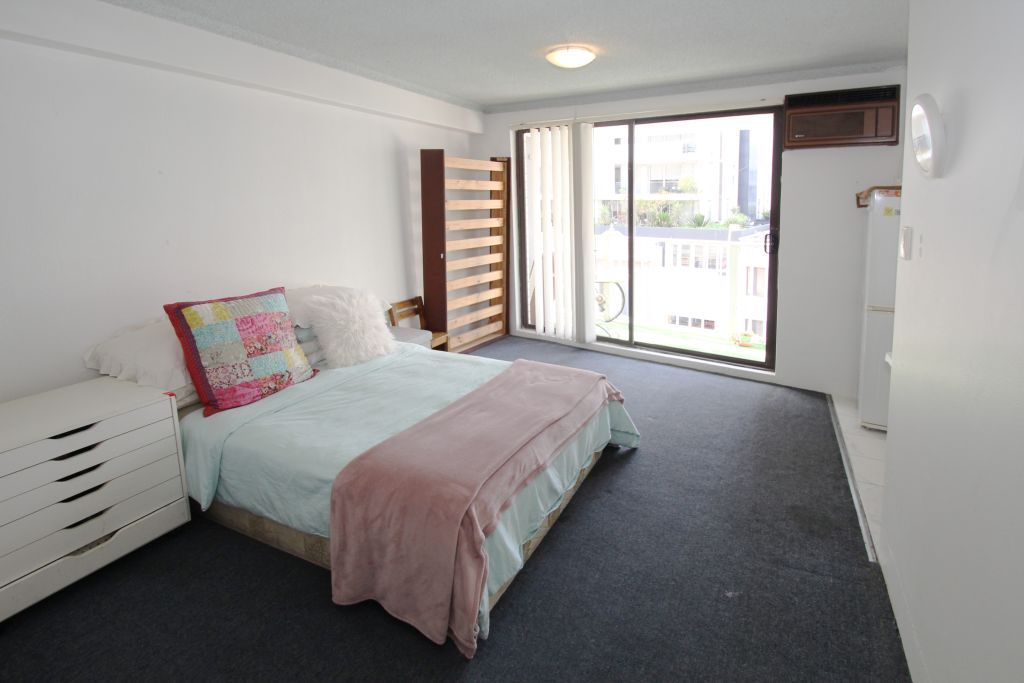 BRIGHT, SPACIOUS STUDIO RIGHT IN THE HEART OF BONDI JUNCTION!