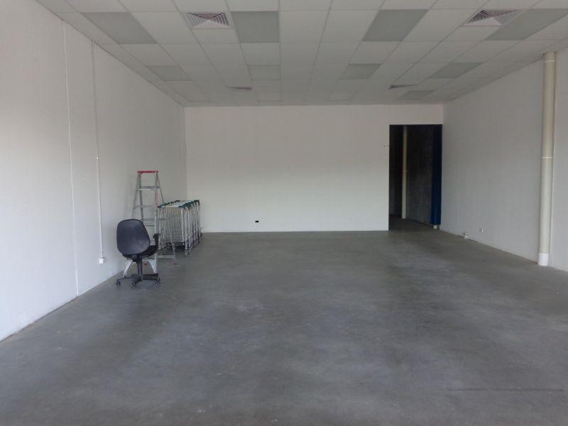 Street Front Showroom / Warehouse – Great Exposure!