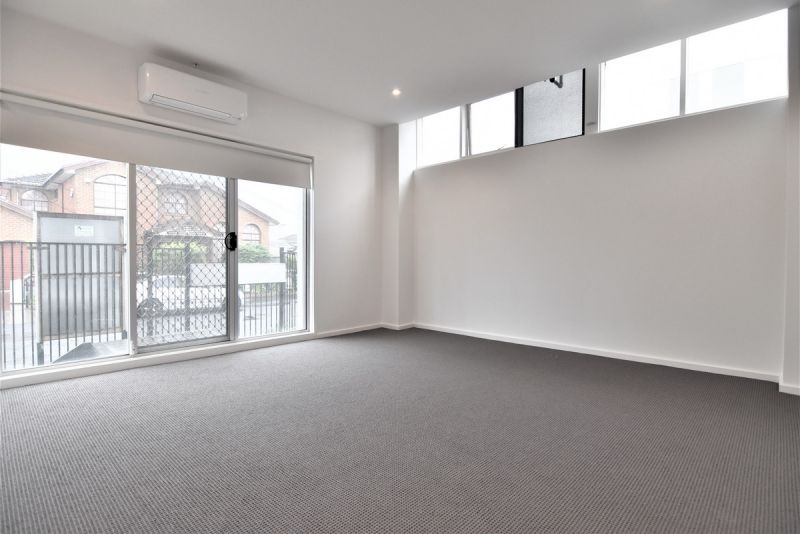 LARGE - 2BR Apartments, Recently Renovated