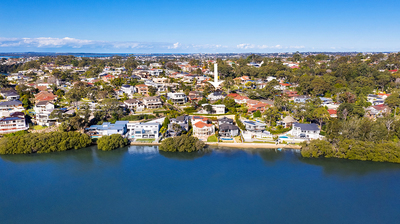 Exclusive Kangaroo Point enclave with Water Views