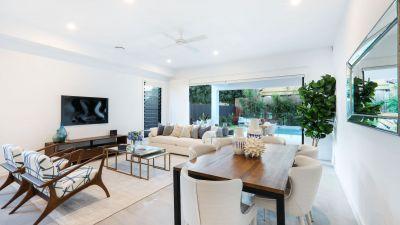 Brand new furnished luxurious 300m2 beach side villa