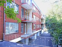 Convenient Location - Stone's Throw to Station and Shops