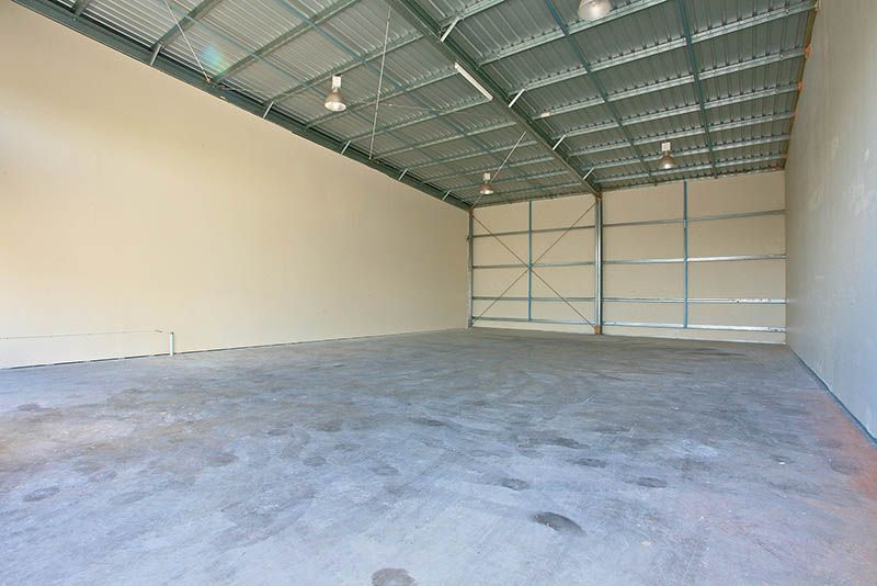 149 SQM* CLEAR SPAN WAREHOUSE WITH AMPLE PARKING