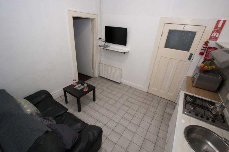 Private Rentals: 1C/96 Grey Street, St Kilda, VIC 3182