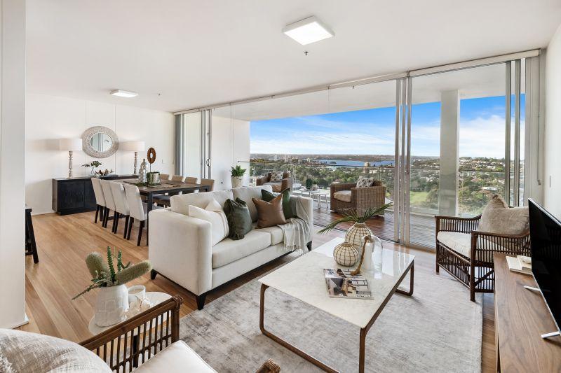 Top Floor Designer Apartment With Harbour Views