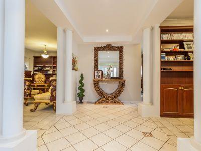REDUCED $70,000 4 Bed Office 4 Living Huge Rumpus 762 Block Views