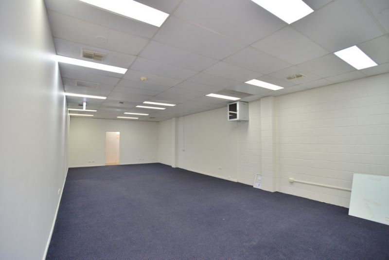 PRIME 90M²* OFFICE/RETAIL TENANCY WITH AMPLE PARKING