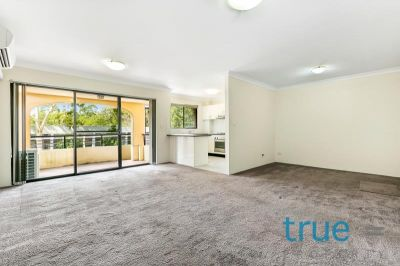 = HOLDING DEPOSIT RECEIVED = RENOVATED, SPACIOUS AND PERFECTLY LOCATED