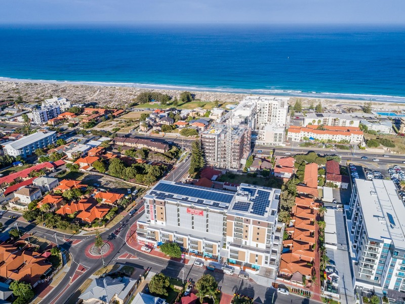INVESTMENT GOLD WITH OCEAN VIEWS !