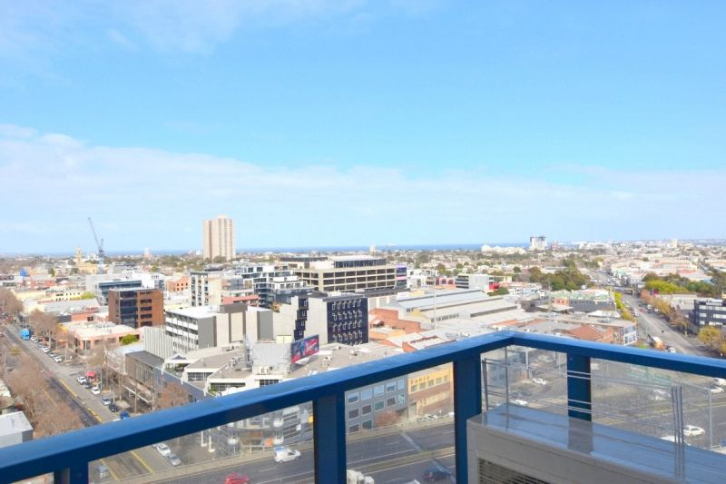 109 Clarendon: Enjoy Incredible Bay Views With Everything At Your Doorstep!