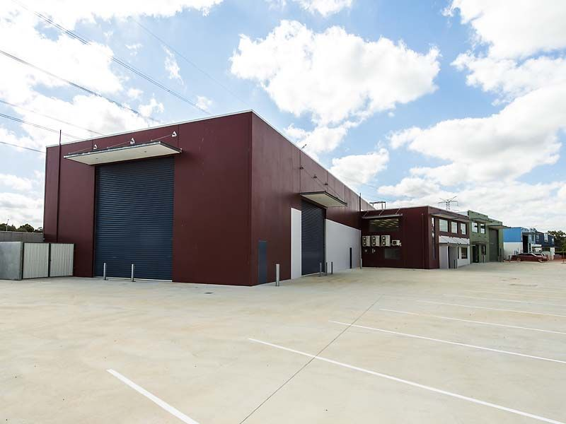 WAREHOUSE FOR LEASE IN MIDVALE.