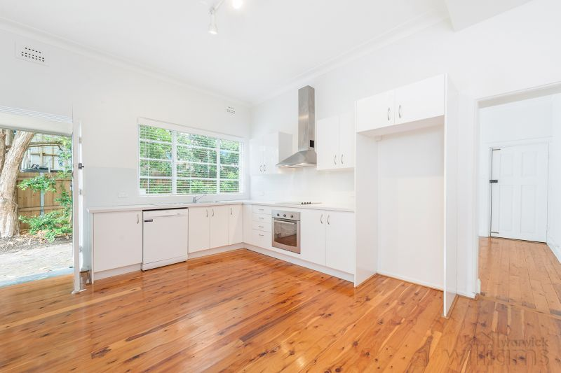 RENOVATED APARTMENT WITH GARDEN OUTLOOK