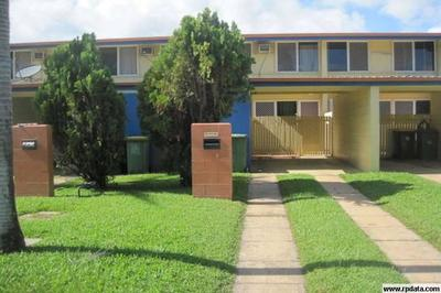 Air-conditioned Townhouse - Minutes from The Strand and CBD