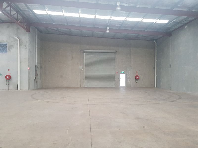 STAND ALONE OFFICE / WAREHOUSE FACILITY