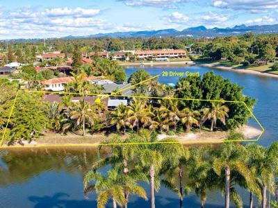 Wide Waterfront Living, Walk to the Beach