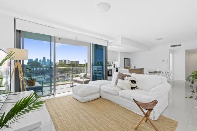 AS NEW 3 BED APARTMENT IN THE HEART OF MERMAID BEACH!