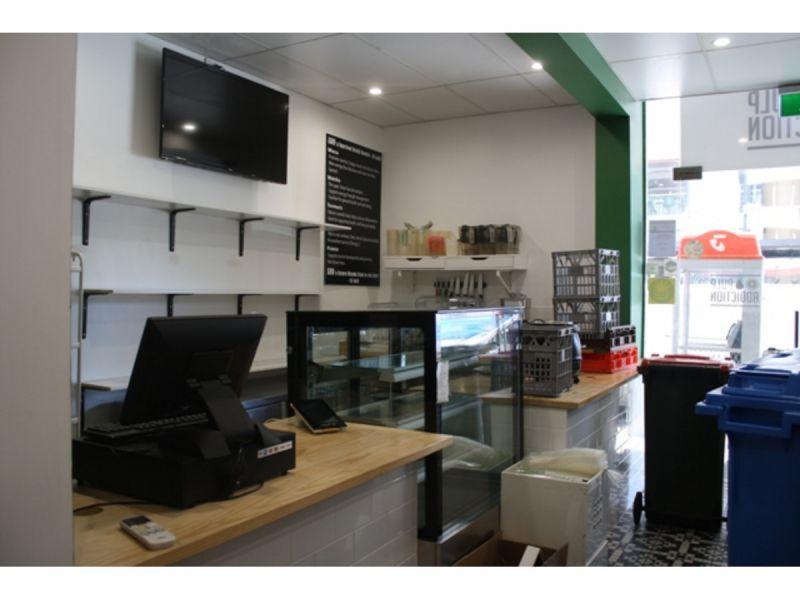 Shop 46 m2 in Turbot St  &Corner George St, City