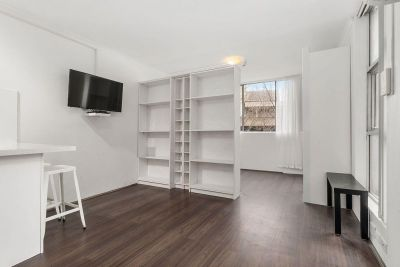 STYLISH PARTITION STUDIO IN VIBRANT SURRY HILLS LOCATION WITH POOL