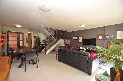 Spacious Townhouse in Complex with Private Pool!!